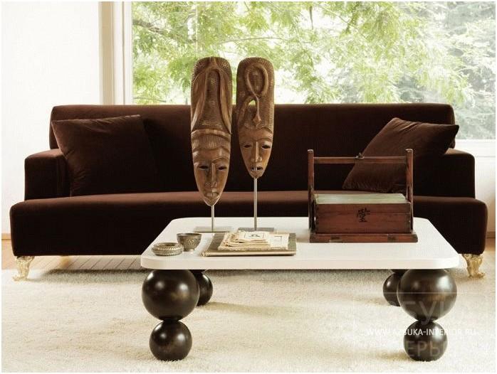Столик в африканском стиле